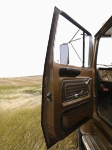 photodune-425413-farm-truck-with-door-open-xs-225x300.jpg